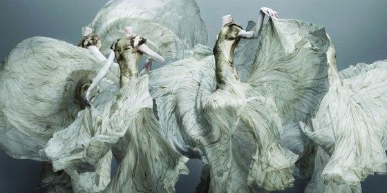 alexander-mcqueen-designer-dresses-01